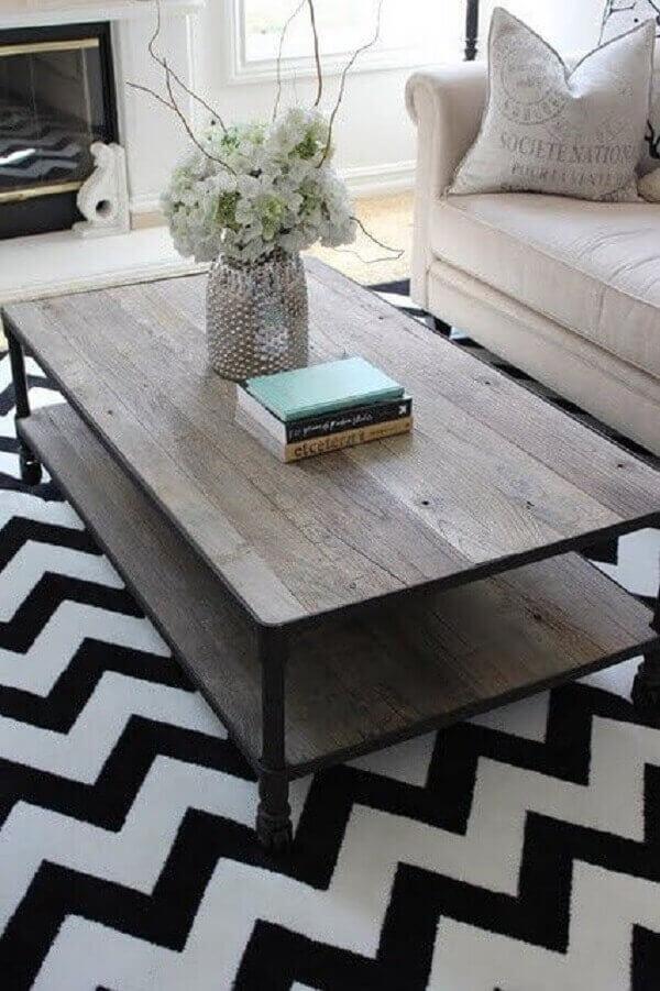 Tapete chevron preto e branco para sala de estar