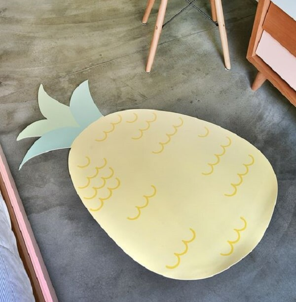 Tapete emborrachado em formato de abacaxi