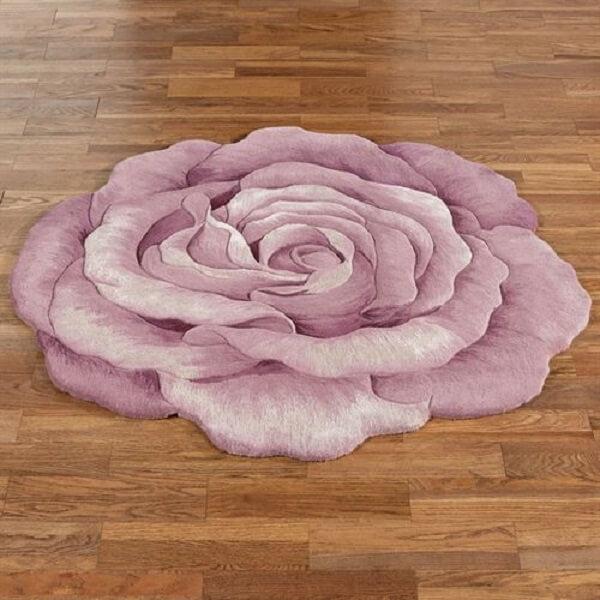 Tapete emborrachado em formato de rosa