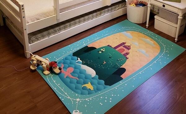 Tapete emborrachado ilustrado para quarto infantil