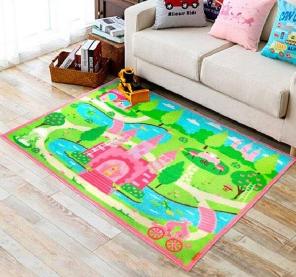 Tapete emborrachado para quarto infantil com desenho de castelo