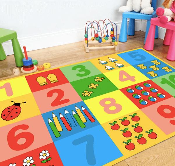 Tapete emborrachado para quarto infantil incentiva o aprendizado da criança