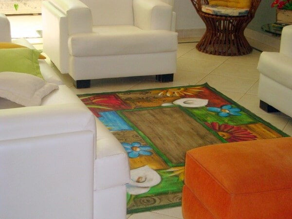 Tapete emborrachado para sala de estar pintado