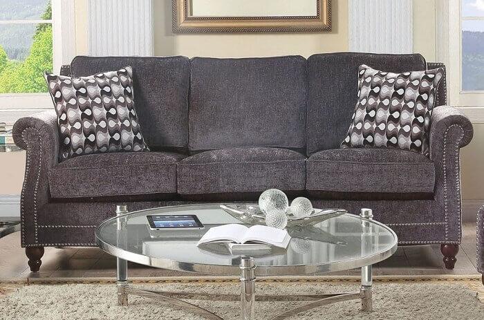 Tecido para sofá chenille grafite com almofadas estampadas