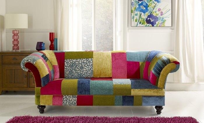 Tecido para sofá de patchwork traz alegria para o ambiente