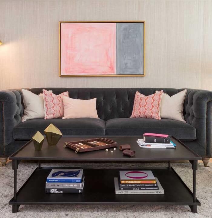 Tecido para sofá de veludo cinza com acabamento de capitonê