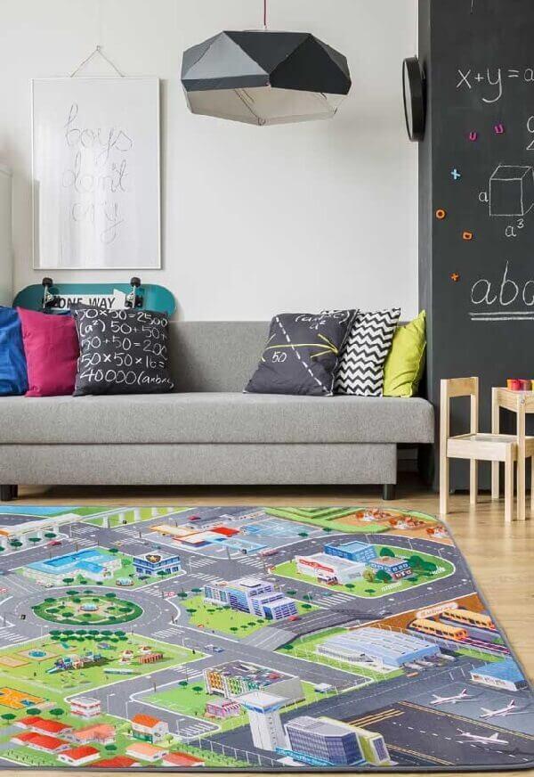Traga diversão para os pequenos incluindo um tapete emborrachado no ambiente