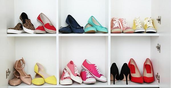 Utilize a sapateira com espelho para organizar seus sapatos