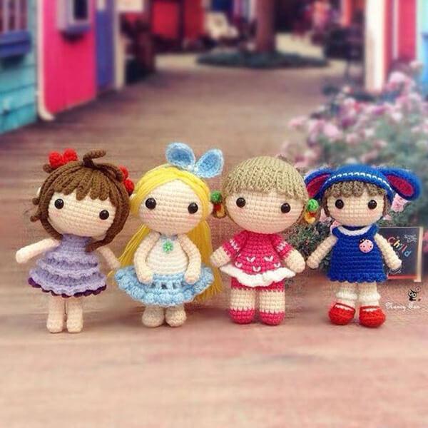 Bonequinhas delicadas feitas com a técnica de amigurumi