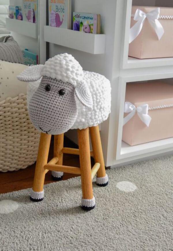 Banquinho de ovelha amigurumi