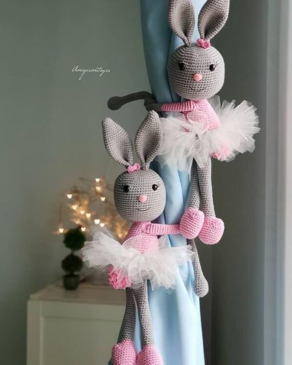 Prendedores de cortina de coelhas amigurumi