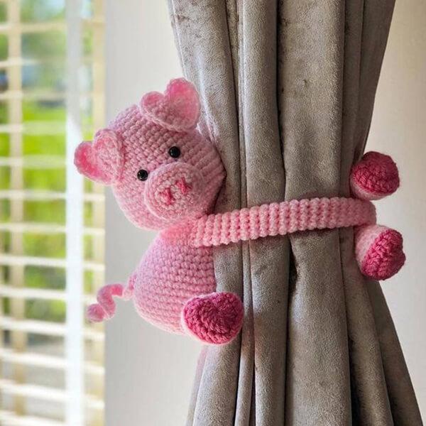 Prendedores de cortina de porquinho amigurumi