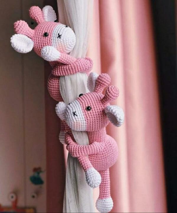 Prendedores de cortina de bichinho amigurumi
