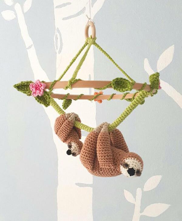 Móbile de bicho preguiça amigurumi