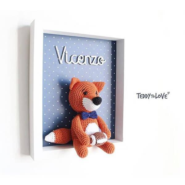 Quadrinho de amigurumi com desenho de raposa