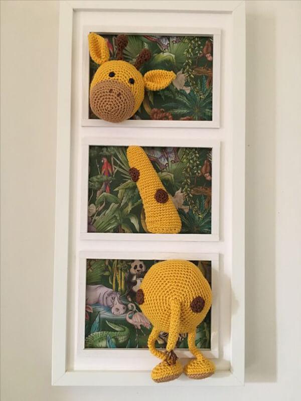 Amigurumi na decoração infantil em forma de quadrinho com girafa