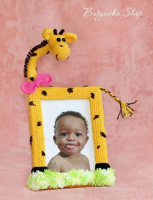 Porta-retrato de girafa amigurumi