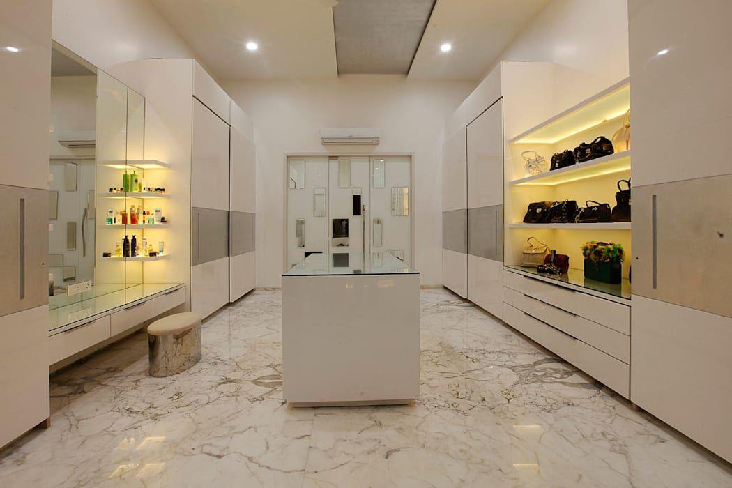 ar condicionado split - closet com piso de mármore