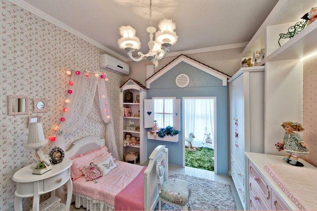 ar condicionado split - quarto infantil com casinha de bonecas