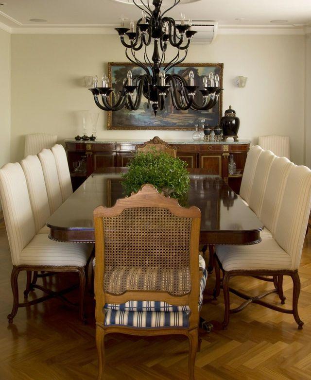 ar condicionado split - sala de jantar com lustre clássico