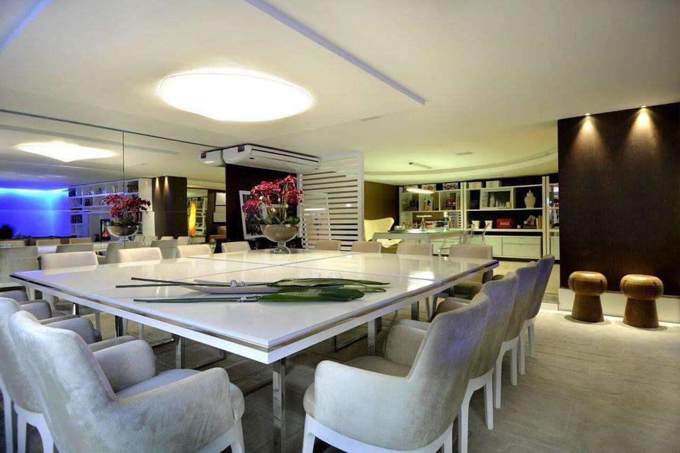 ar condicionado split - sala de jantar espaçosa