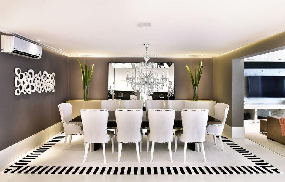 ar condicionado split - sala de jantar neutra com lustre de cristal clássico