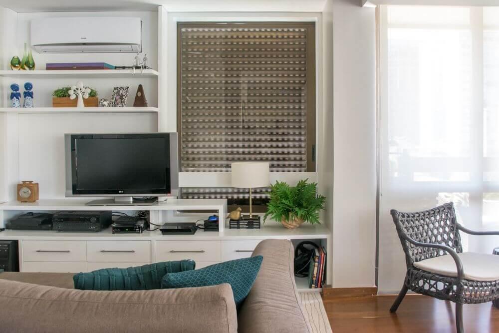 ar condicionado split - sala de tv com quadro decorativo