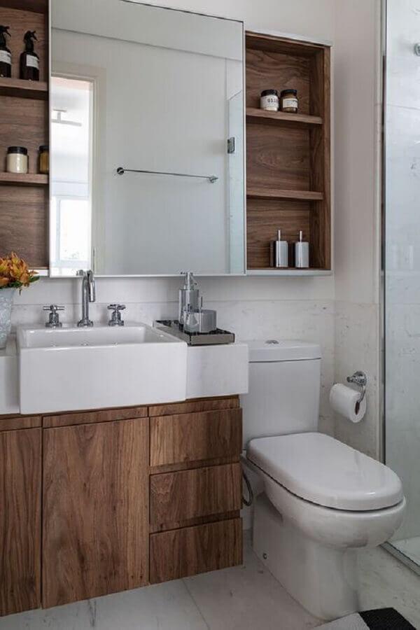 armário de banheiro de madeira planejado com bancada branca  Foto Casa de Valentina
