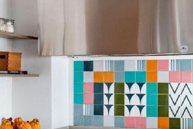 azulejos-coloridos-para-cozinha-planejada-foto-pinterest