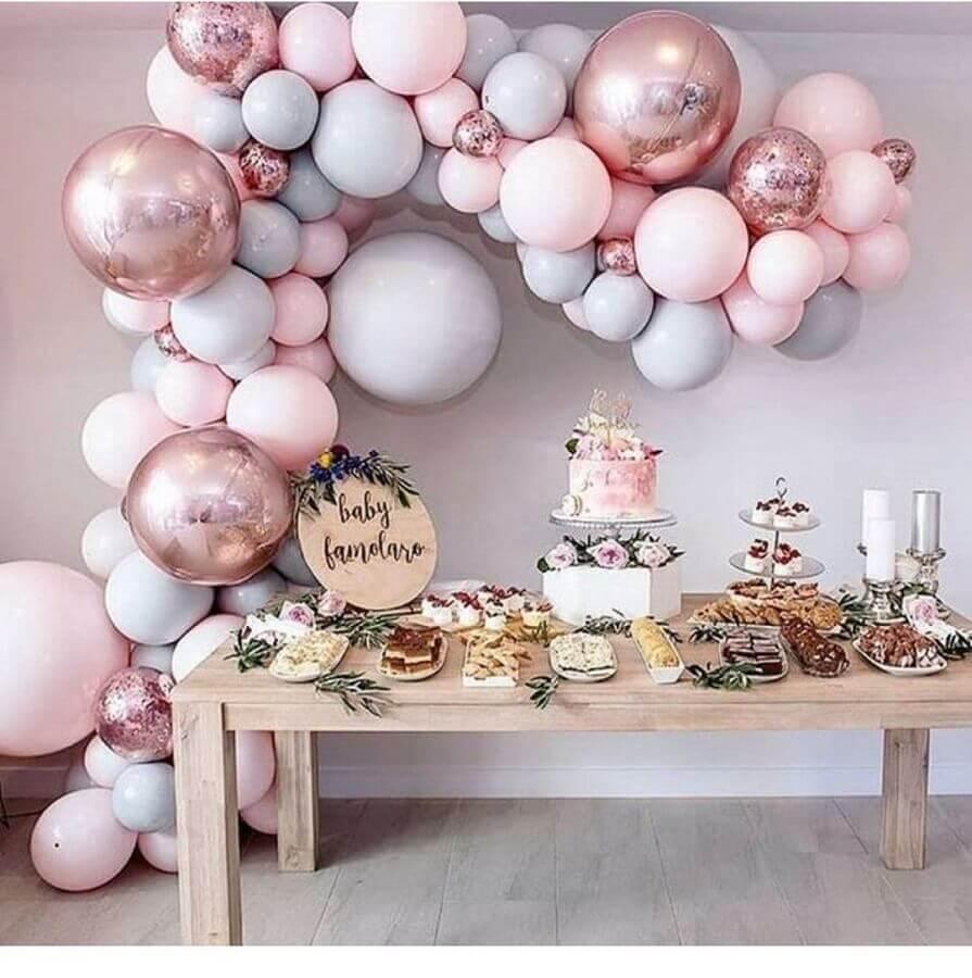 balões com acabamento metalizado para decoração de chá de fralda  feminino  Foto Pinosy