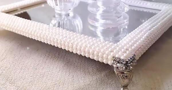 bandeja espelhada com pérolas