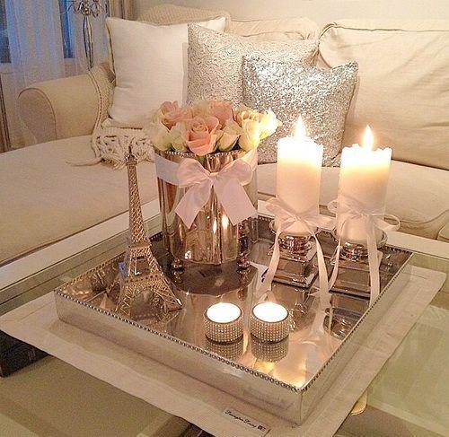 As velas são opções super românticas para decorar sua sala de estar