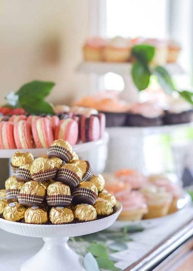 bombons e macarons para mesa de guloseimas clean Foto Ideias Decor
