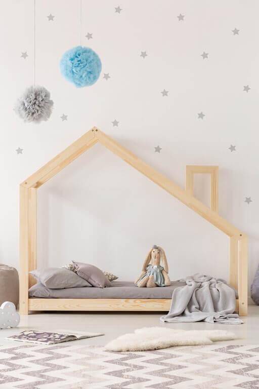 Cama com casinha para quarto infantil simples