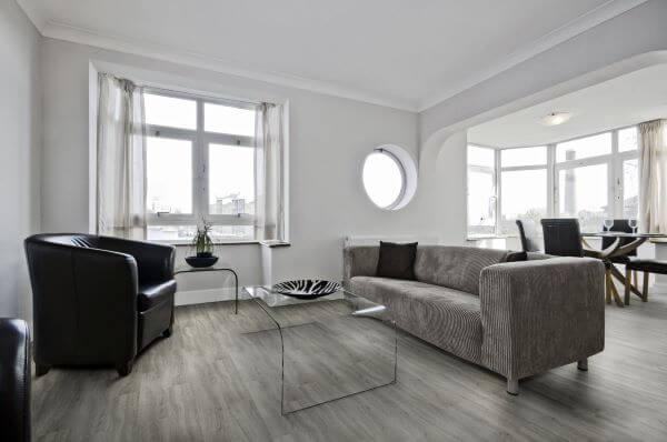 Carpete de madeira para sala de estar aconchegante
