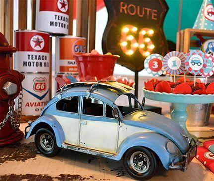 mesa de doces da decoração anos 60