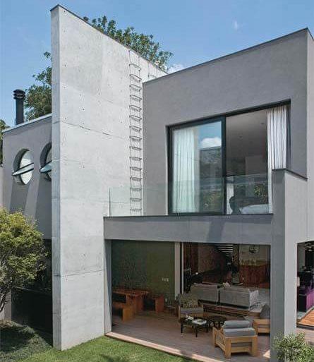 A casa cinza é super atemporal e pode ficar ainda mais bonita com grandes janelas de vidro - Por: Pinterest