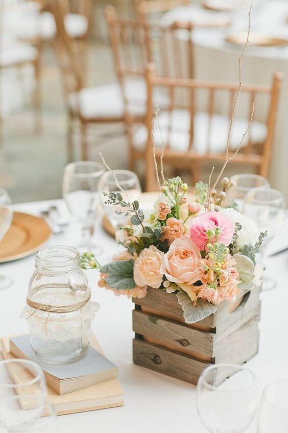 Centro de mesa com vaso de madeira