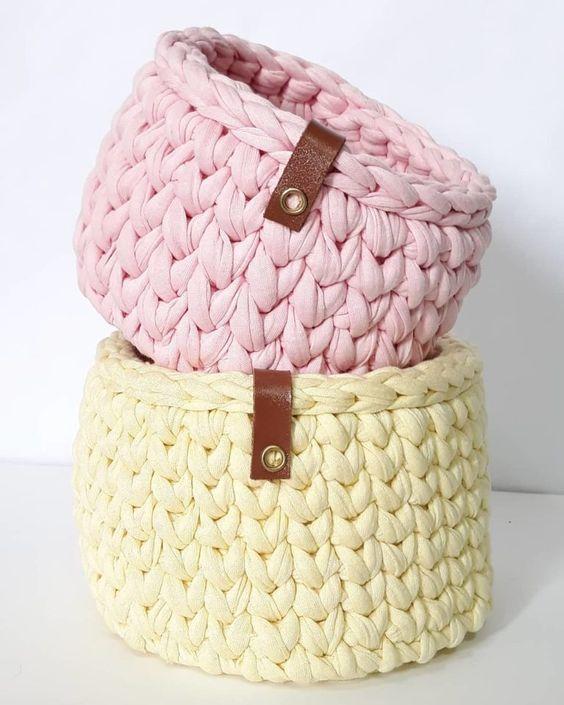 cesto de crochê - cesto de crochê amarelo e rosa