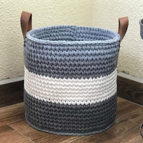 cesto de crochê - cesto de crochê branco e azul