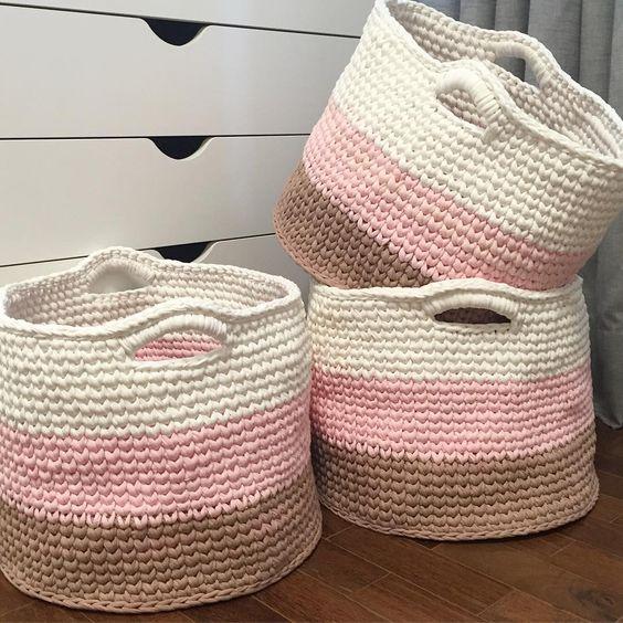 cesto de crochê - cestos de crochê branco, rosa e marrom