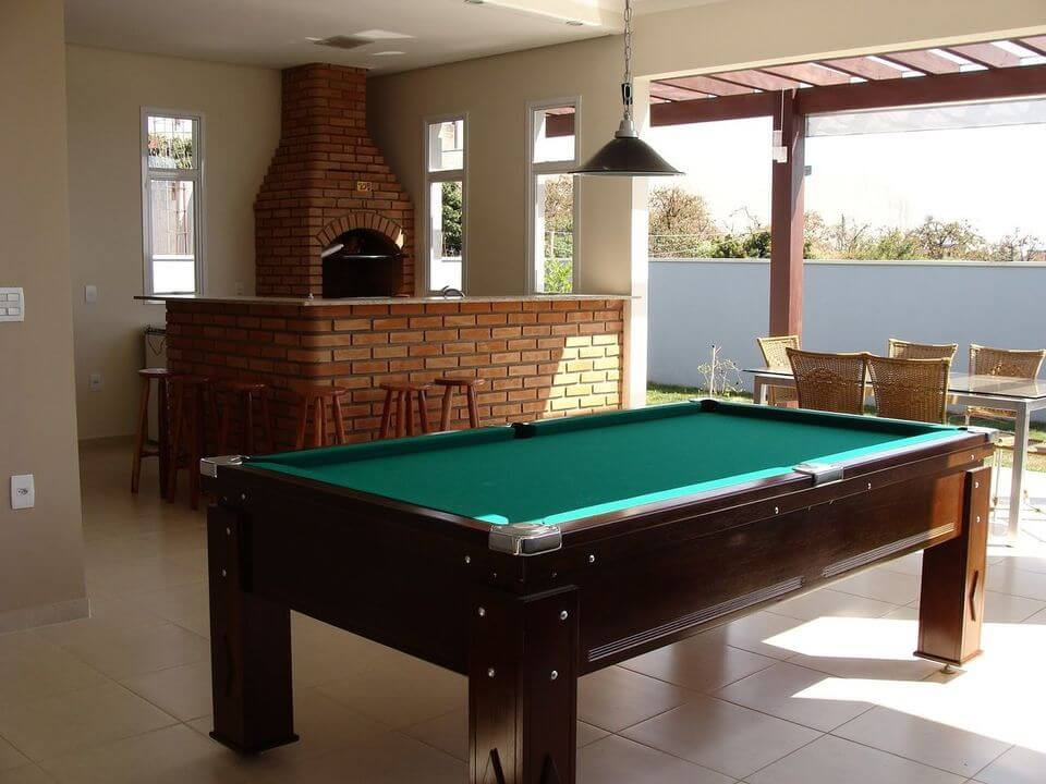 churrasqueira de tijolo - churrasqueira com tijolinho comum e mesa de vidro