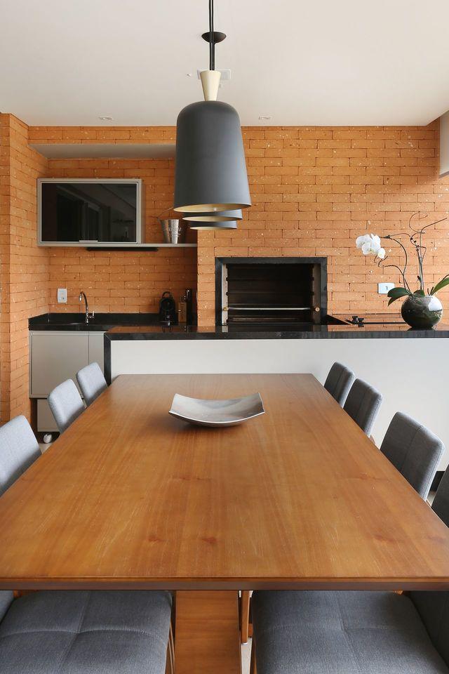 churrasqueira de tijolo - churrasqueira com tijolinhos e pendentes pretos