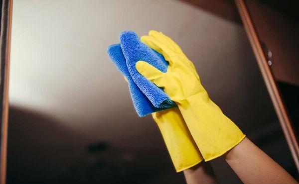 Como limpar espelho para banheiro