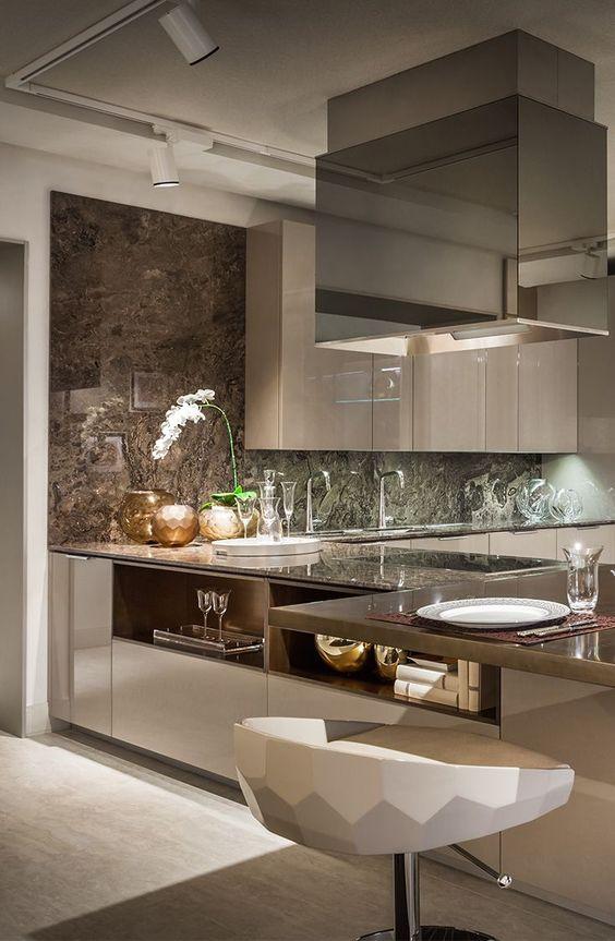 cor fendi - cozinha com móveis fendi