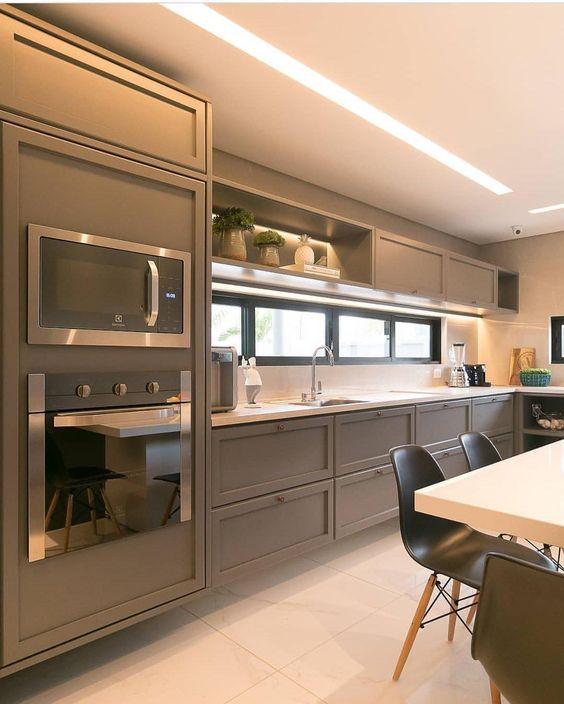 cor fendi - cozinha com móveis fendi clássicos