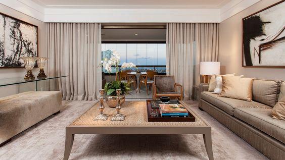 cor fendi - sala clássica com tapete fendi