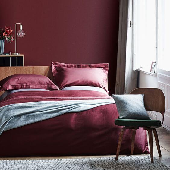 Cor vinho marsala na decoração do quarto de casal
