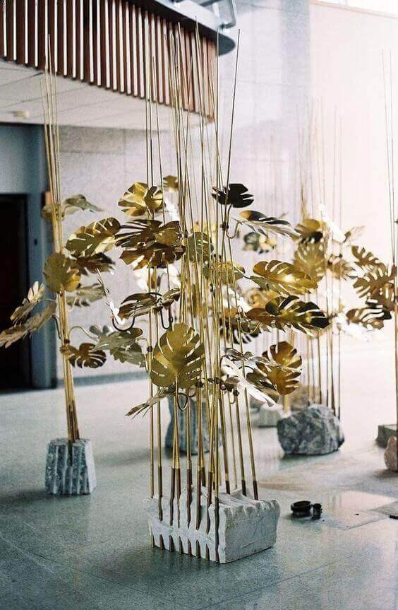 costela de adão - escultura com folhas douradas de costela de adão