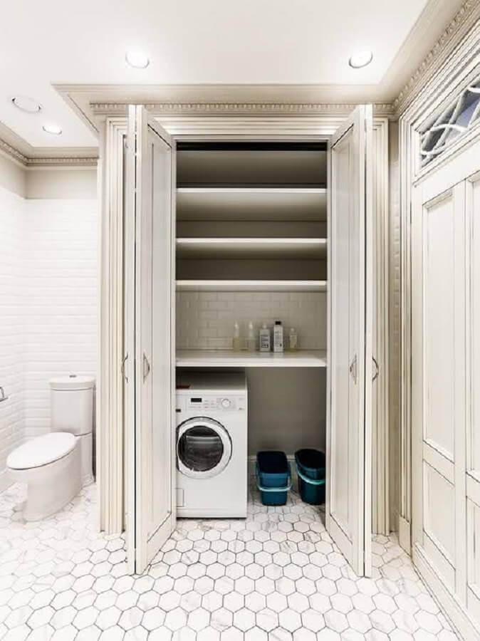 decoração banheiro com lavanderia pequena e máquina de lavar e secar Foto DesignMyHome